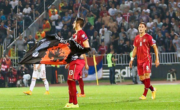 Stefan Mitrovic repäisi lennokin alas. Tuskin itsekään arvasi, millainen mylläkkä siitä seuraisi