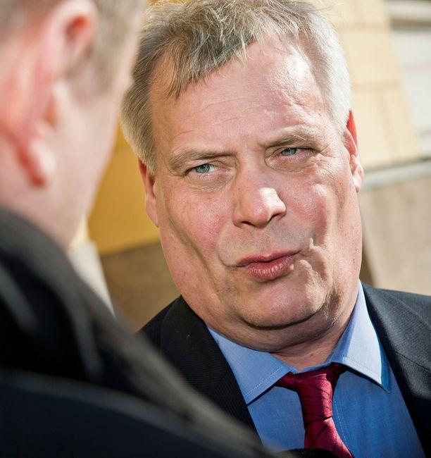 Antti Rinne (sd) ilmoitti julkisesti, että hän ei ole samalla linjalla alaistensa kanssa.