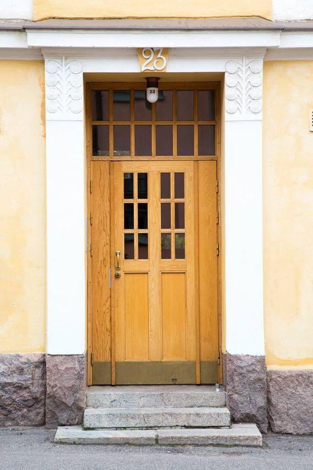 Tämä ovi on niin sanotun Salatut elämät -talon ovi.
