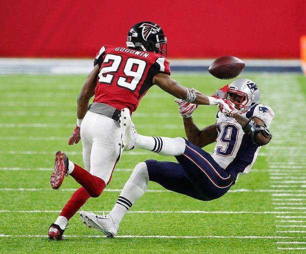Atlanta Falconsin C.J. Goodwin keskeytti New England Patriotsin Malcolm Mitchellin vastaanoton tylysti pelin toisella neljänneksellä.