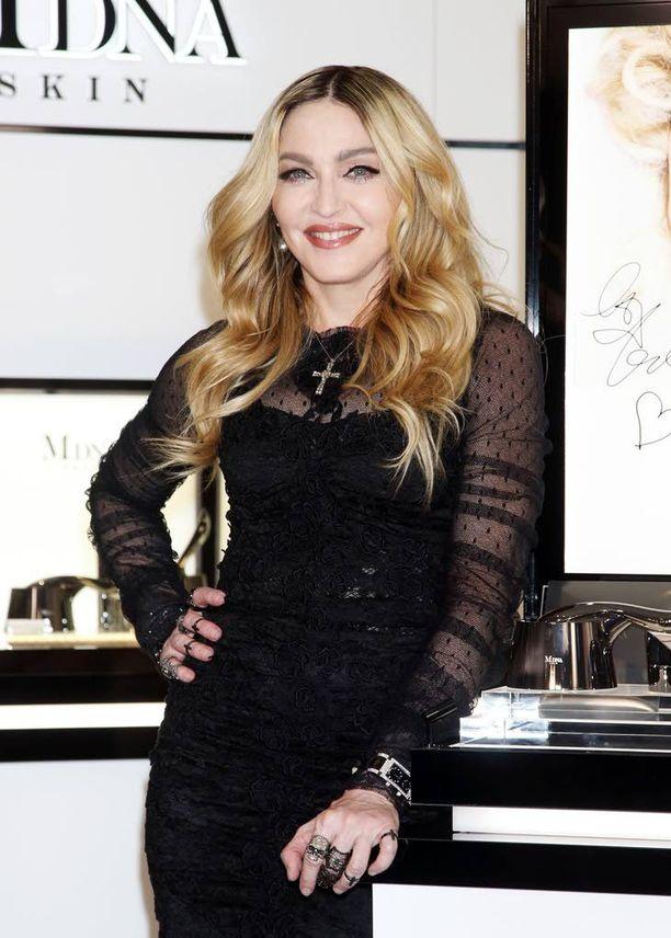 Madonna on maailman myydyin naisartisti. Pop-ikonin levyjä on myyty maailmanlaajuisesti yli 300 miljoonaa.