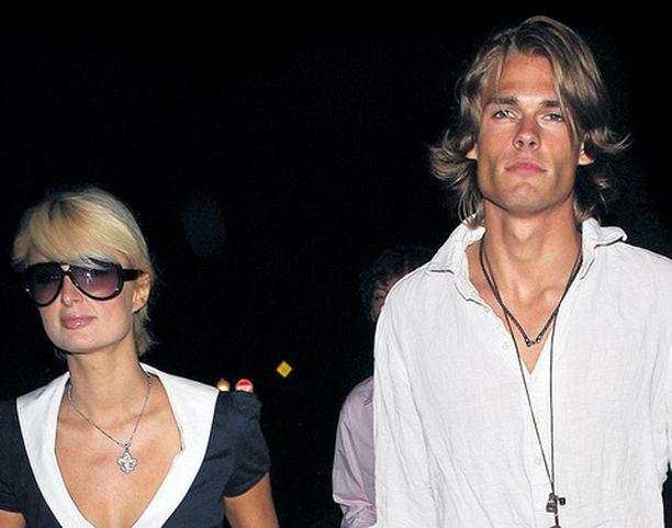 Huhut Paris Hiltonin ja Alexander Väggön erosta ovat sittenkin perättömiä.
