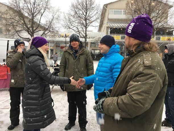 Iltalehti seurasi keskiviikkona perussuomalaisten presidenttiehdokkaan Laura Huhtasaaren kampanjointia Kotkassa ja Haminassa. Kuva Kotkasta Karhulan torilta.