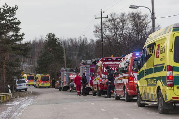 Paikalle hälytettiin useita pelastustoimen yksikköjä.