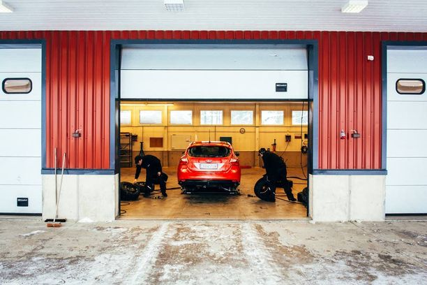 Testit ajettiin Ford Focus -autoilla lähes ihanteellissa oloissa. Pakkasta oli Ivalossa noin seitsemän astetta.