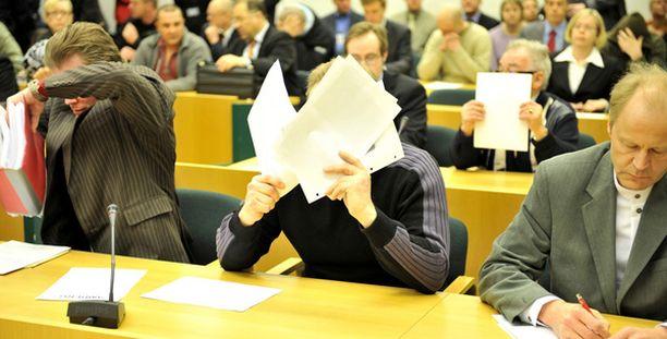 Huumeliigan ensimmäisessä oikeudenkäynnissä oli oikeussali täynnä väkeä.