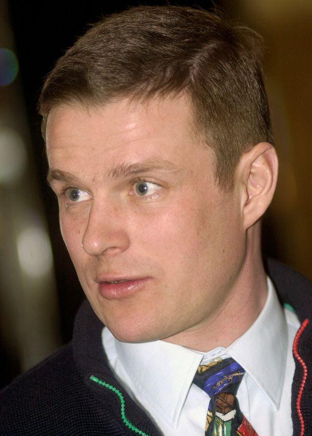 Tässä vuonna 2002 kuvattu Karl Fazer kertoi Ylelle harkitsevansa muuttoa ulkomaille perintöverotuksen takia.