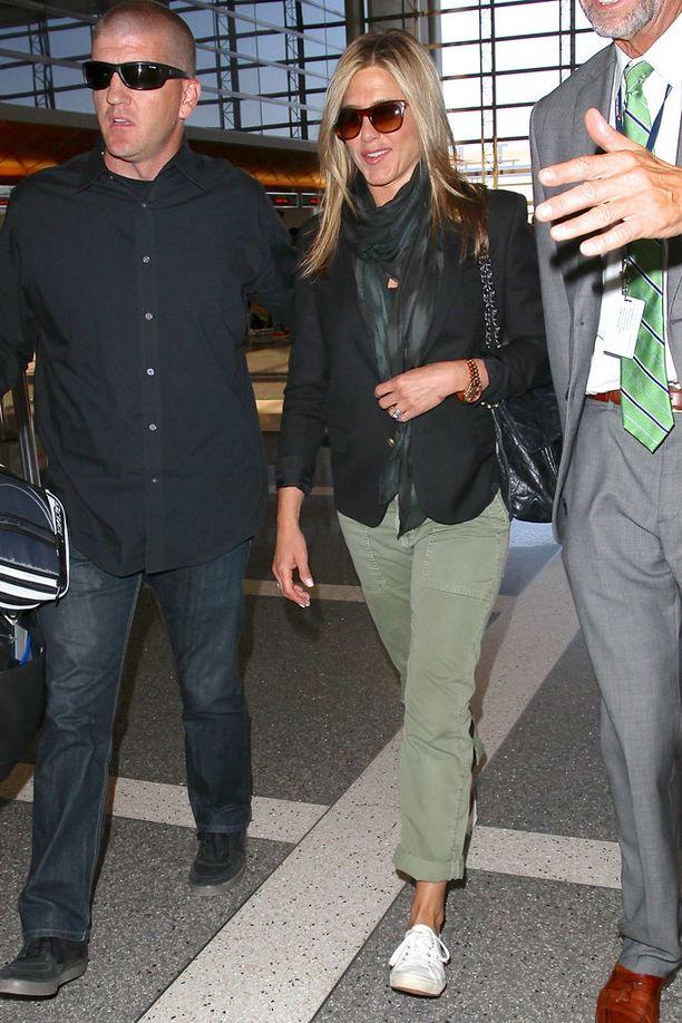 Jennifer Anistonin khakihousut vuonna 2013