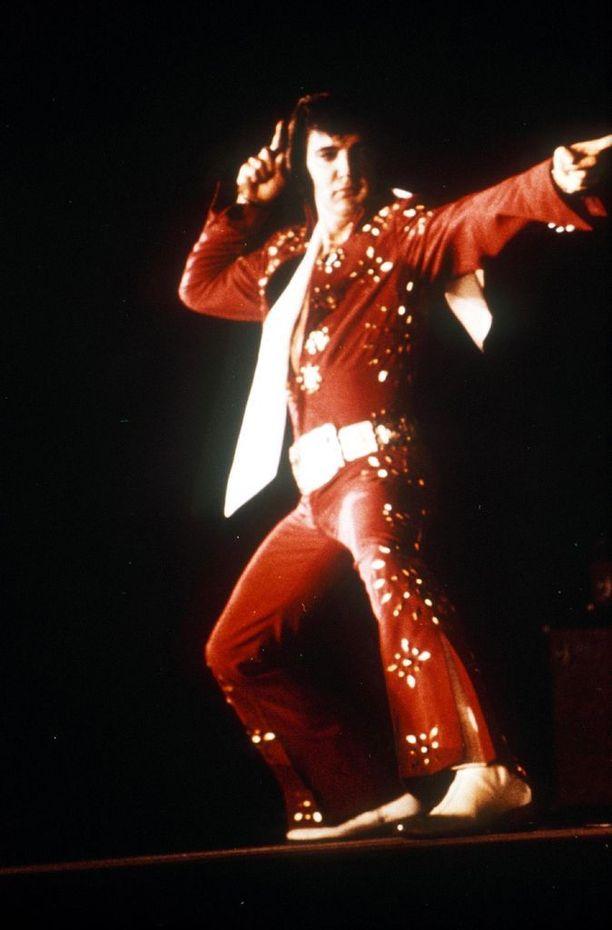 Yksikään valkoinen artisti ei tanssinut ja vatkannut näin villisti ennen Presleytä.