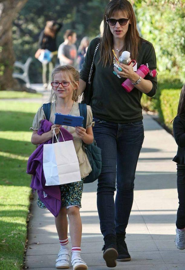 Näyttelijä Jennifer Garnerilla ja hänen tyttärellään on yhdennäköisyyttä.