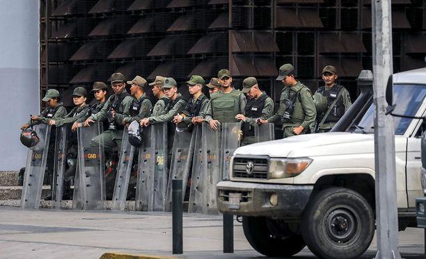 Aiemmin lauantaina Venezuelan kansalliskaartin sotilaas piirittivät syyttäjänviraston rakennuksen.