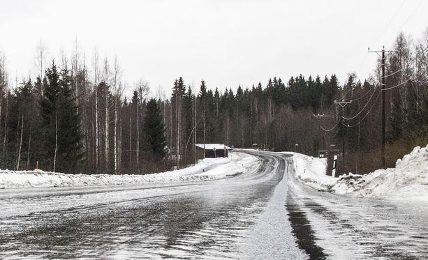 Lunta ei tällä hetkellä ainakaan etelässä ole, mutta liukasta kohta senkin edestä.