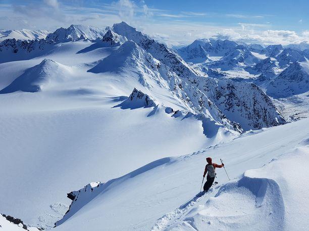 Alpeilla ruuhkaisin laskettelukausi on helmikuussa, joten suosituimmat rinteet kannattaakin laskea tammi- ja maaliskuussa.