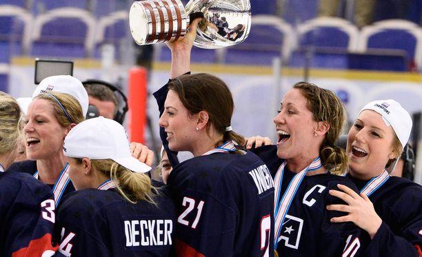 Yhdysvaltain naiskiekkoilijat ovat juhlineet maailmanmestaruutta kahdeksan kertaa.