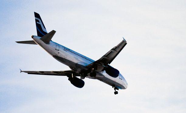 Finnairin kone laskeutui Delhiin torstaina vähän ennen puoltapäivää Suomen aikaa.