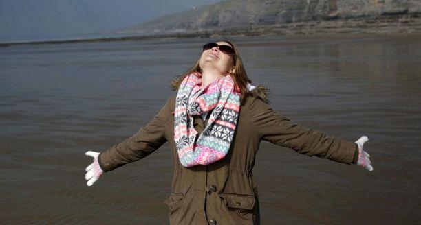 Auringonpimennystä katsoessaan Rowena huomaa elävänsä hetkessä ja olevansa onnellinen.