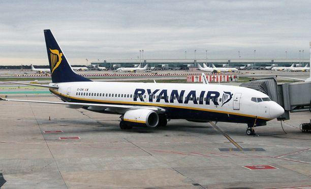 Myöhästymisestä vihastuneet matkustajat nousivat kapinaan Ryanairin lentokoneessa.
