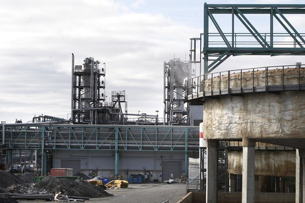 Terrafamen Sotkamon eli entisen Talvivaaran laitoksia kaivosalueella.