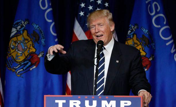 Republikaanien presidenttiehdokas Donald Trumpin suosion kasvu kyselyissä sai pörssikurssit laskuun.