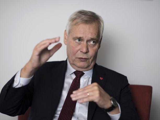 Pääministeri Antti Rinne ehti torstaina hetkeksi hermostuttaa osan keskustalaisista.