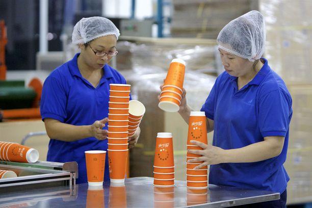 Suomalaisyrityksistä esimerkiksi ruoka- ja juomapakkauksia valmistava Huhtamäki Oyj toimii Kiinassa.