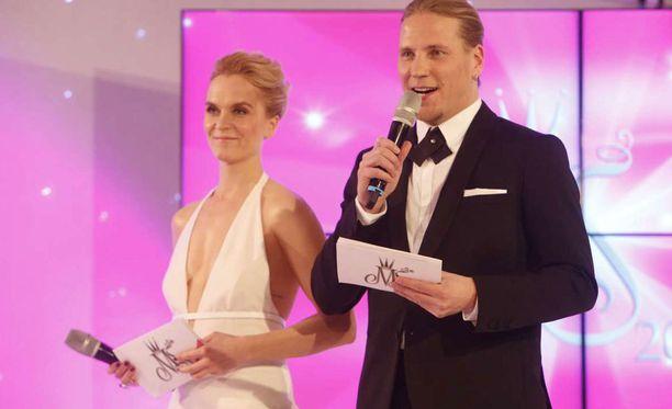 Radiosta tutut Kristiina Komulainen ja Sami Kuronen juontavat jälleen missifinaalin.
