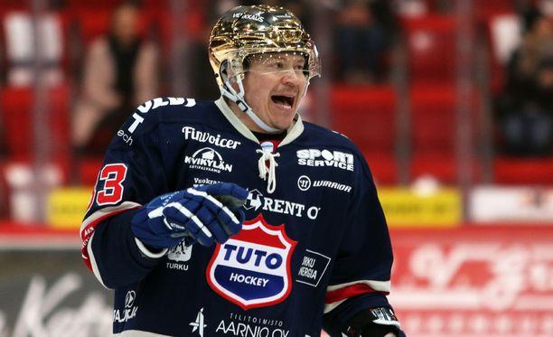 Petteri Nummelinin ura on jatkumassa.