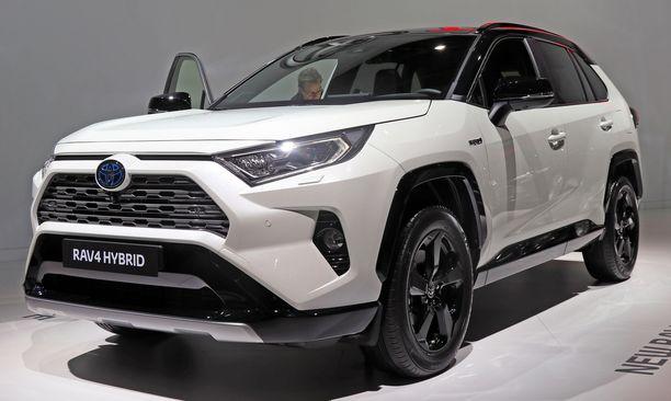 Toyota RAV4:n hinta laskee veromuutosten jälkeen liki 1 000 eurolla.