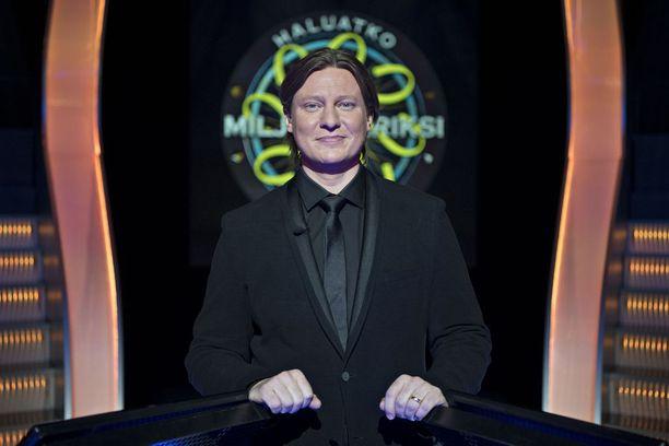 Jaajo Linnonmaa tunnetaan nyt muun muassa Haluatko miljonääriksi? -ohjelmasta.