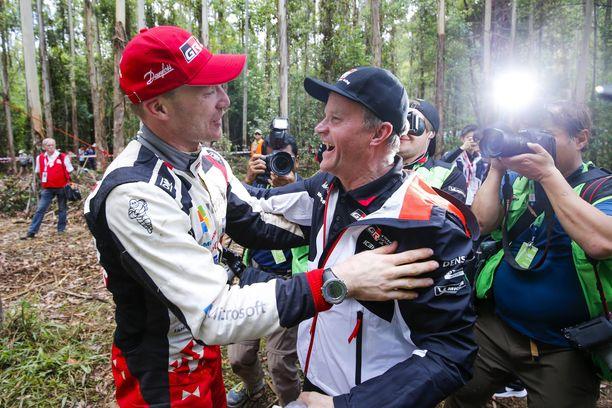 Jari-Matti Latvala ylistää Tommi Mäkisen kykyä asettua kuljettajan asemaan myös tallipäällikön roolissa. Kuva kauden 2018 päättäneestä Australian MM-rallista, jonka voitolla Latvala sinetöi Toyotalle valmistajien maailmanmestaruuden.