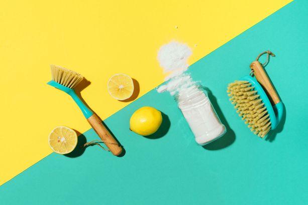 Ruokasooda, sitruuna ja kunnon hankaus tepsivät useisiin kodin sotkuihin.