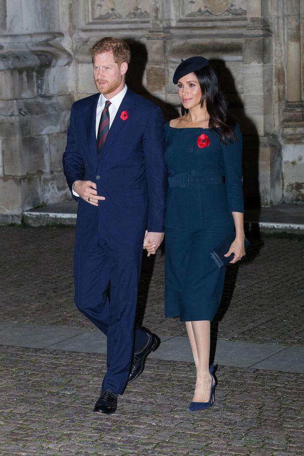 Prinssi Harry ja herttuatar Meghan edustivat totisina ensimmäisen maailmansodan päättymisen muistopäivänä.