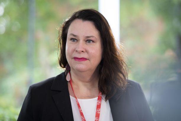 Johanna Ojala-Niemelä toteaa, että ravintolarajoitusten jatkoesityksellä alkaa olla kiire.