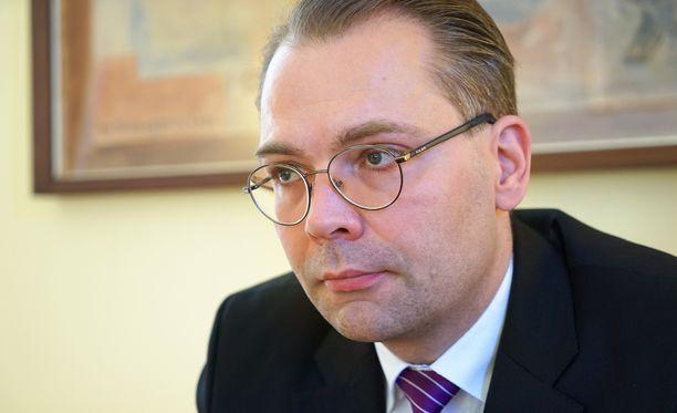 Jokainen rauhan aikana kuollut suomalainen varusmies on puolustusministerin mukaan liikaa.