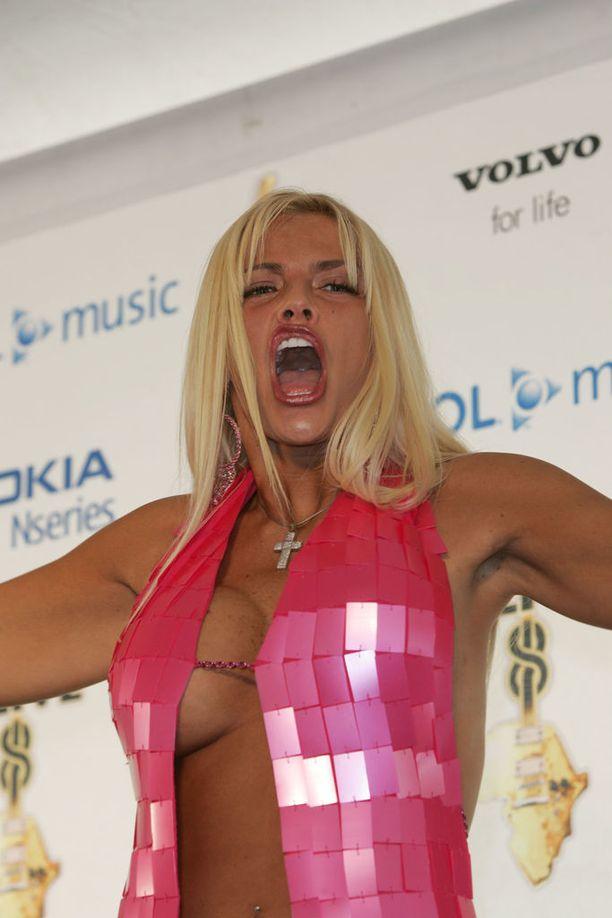 Anna Nicole tähditti omaa tosi-tv-showta 2000-luvun alkupuolella.