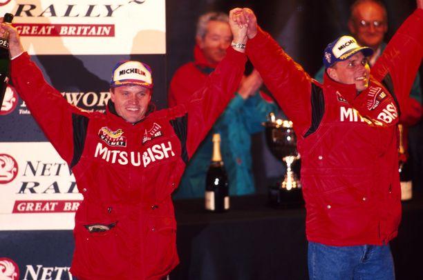 Tommi Mäkinen voitti maailmanmestaruudet 1998 ja 1999 Risto Mannisenmäen nuottien avulla.