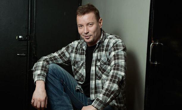 Pauli Hanhiniemi äänestettiin seksikkäimmäksi Vain elämää -tähdeksi.