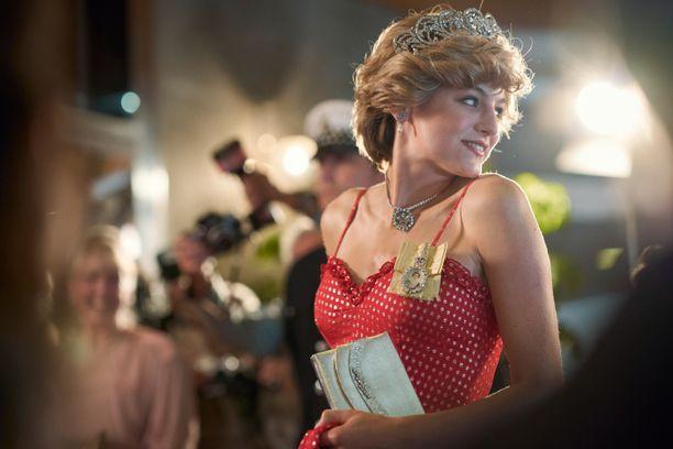 Emma Corrin näyttelee Netflix-sarjassa prinsessa Dianaa.