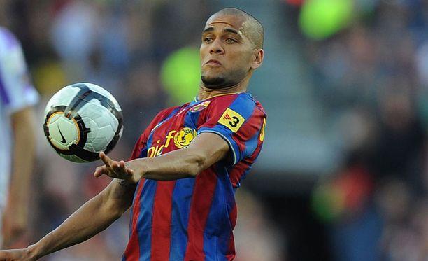 Dani Alves on vaarallinen pallon kanssa.