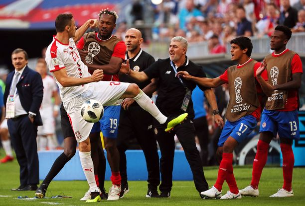 Matic sai koko Costa Rican vaihtopenkin kimppuunsa.