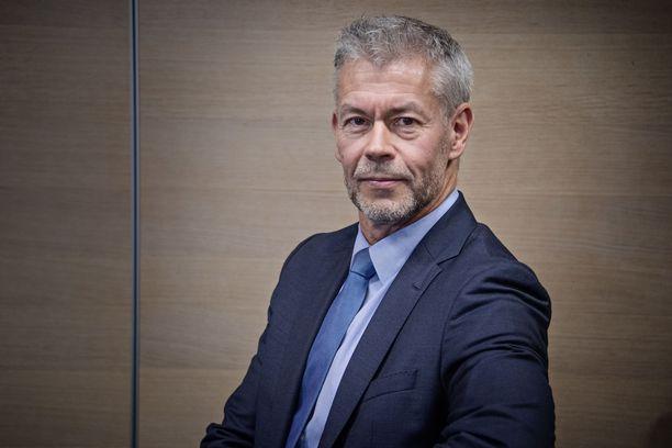 Ylilääkäri Taneli Puumalaisen mukaan suomalaiset voivat tehdä talvilomamatkojaan rauhassa. Ulkoministeriön tiedotusta koronaviruksesta on kuitenkin syytä seurata.