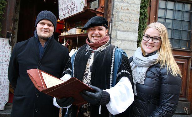 Suomalaispariskunta palkittiin merkkipaalun kunniaksi.