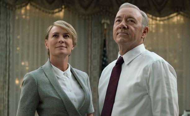 Claire on toistaiseksi seissyt miehensä rinnalla, mutta onko siihen tuleva muutos?