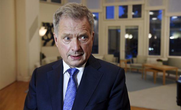 Presidentti Sauli Niinistö tapasi puoluejohtajat. Niinistön mukaan tulehtunutta työmarkkinatilannetta vain sivuttiin keskustelussa. Presidentti ei halua ainakaan julkisesti puuttua tähän riitaan.