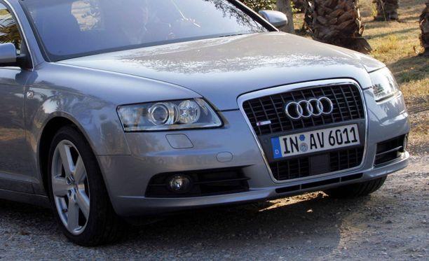 Tapakaahari oli lainannut tehokkaalla Audi A6 2.7T Quattron. Kuvan auto ei ole sama auto.