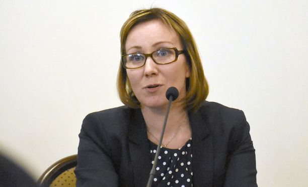 Ministeri Mäntylä myöntää, ettei perustulon käyttöönotto olisi ongelmatonta.