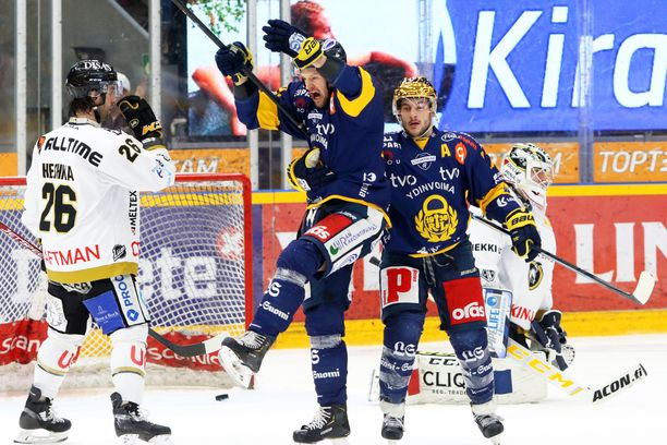 Ilkka Heikkinen tuulettaa tykittämäänsä Lukon voittomaalia. Kokenut puolustaja saalisti tehot 1+1.