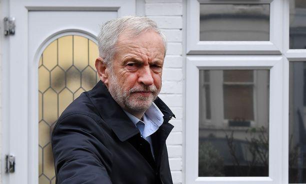 Oppositiojohtaja Jeremy Corbyn yritti viime viikolla kaataa hallituksen, mutta pääministerin rivit pitivät ja hallitus sai luottamuksen parillakymmenellä äänellä.