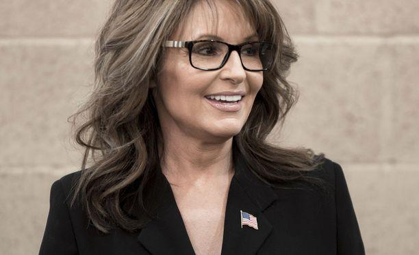 Kuvernöörin tehtävän päätyttyä vuonna 2009 Sarah Palin, 54, on toiminut muun muassa arvokonservatiivien ehdokkaiden sparraajana. Lisäksi hän on emännöinyt televisio-ohjelmaa sekä esiintynyt tv-ohjelmissa kommentaattorina.