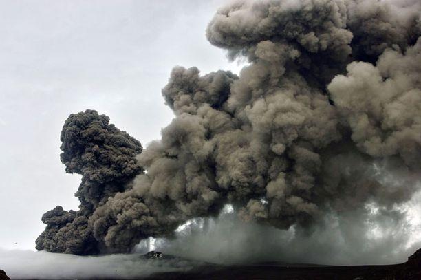 Eyjafjallajokull -jäätikön alla sijaitsevan tulivuoren purkaus on jälleen pahentunut.